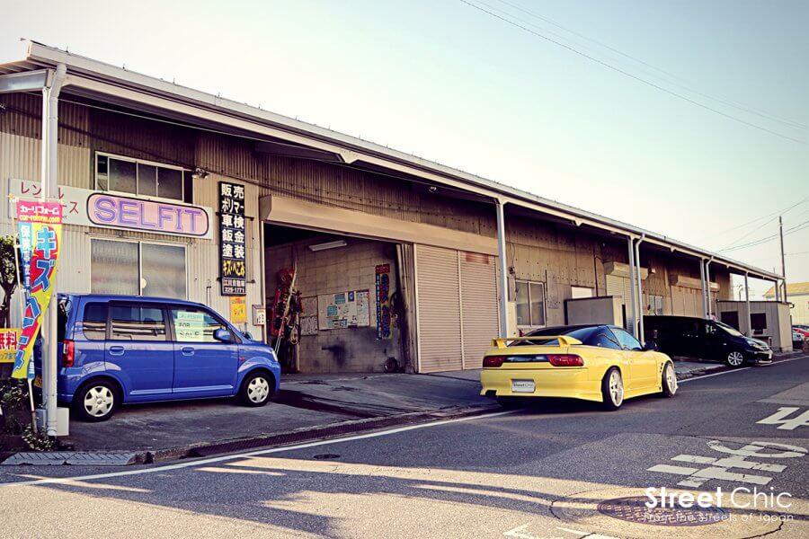 セルフ塗装のできるお店、埼玉県川口元郷レンタルピットSELFIT