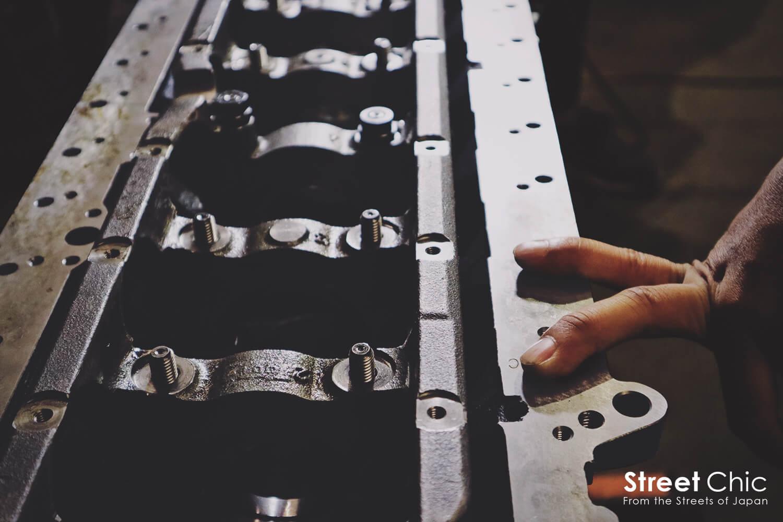 アートエンジンの作業場、エンジンブロック、クランク