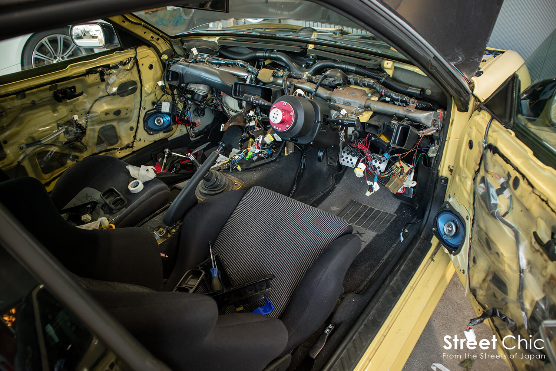 デフロスターカバーの外し方、内装剥がし。エンジンマウント交換など